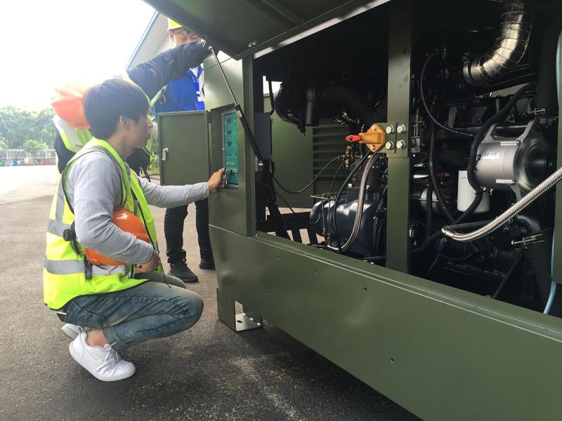 DENAIR Воздушный компрессор с дизельным двигателем используемым для военных в Южной Корее